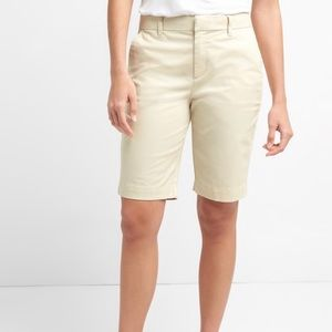 Banana Republic Bermuda cream shorts